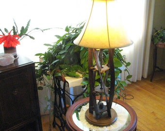 A lawnmower table lamp