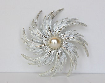 Vintage Sarah Coventry Pinwheel Brooch in Original Box