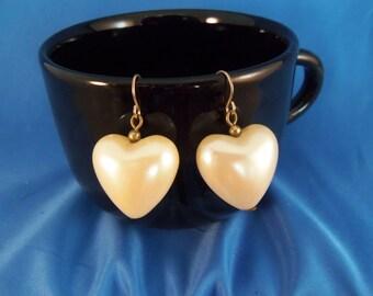Vintage ivory puffed heart pierced earrings. (P47)