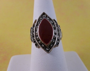 Vintage red and silver ring size 7 1/2 (R20)