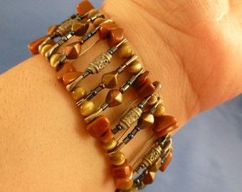 Reduced Safety pin rock beaded bracelet. (B47)