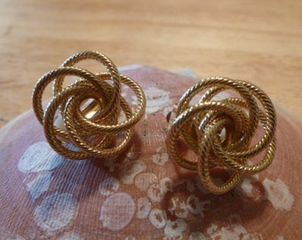 Gold swirl clip earrings (C113)