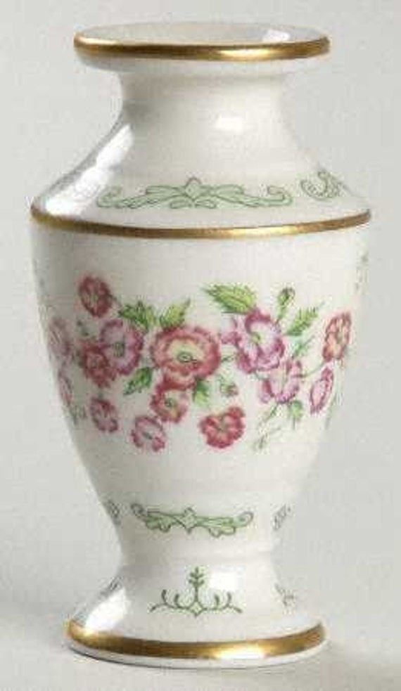 FRANKLIN MINT Flowers of the Victorian Year Mini Vase