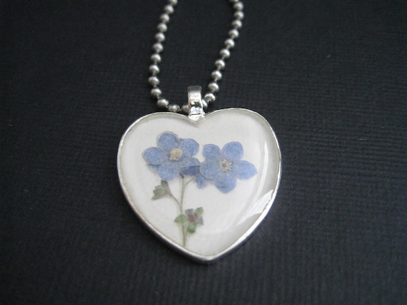 Resin Heart Forget Me Not Pendant