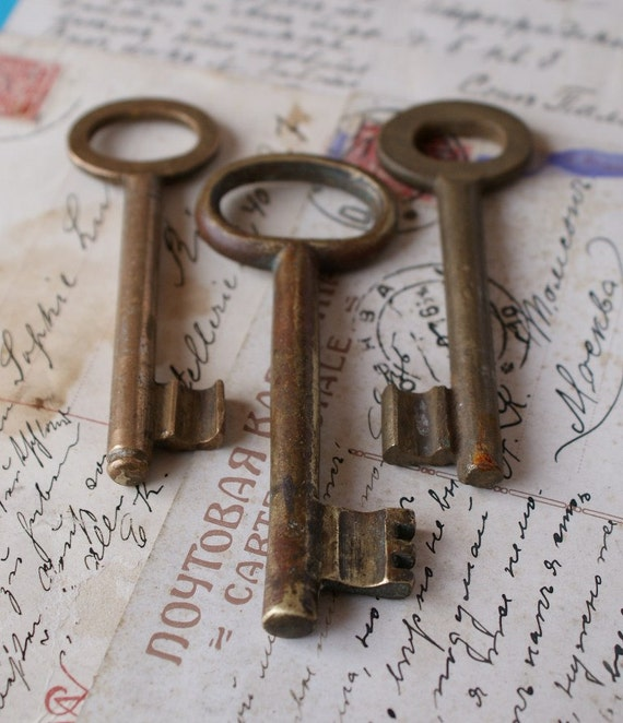 SALE /// Set of 3 Antique Skeleton Keys - Medium