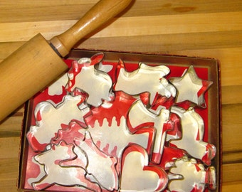 A Nice Vintage Boxed Set of Cookie Cutters
