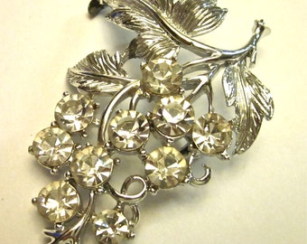 Vintage Silvery Leaf and Vines of Hanging Rhinestone Grapes all in a Brooch