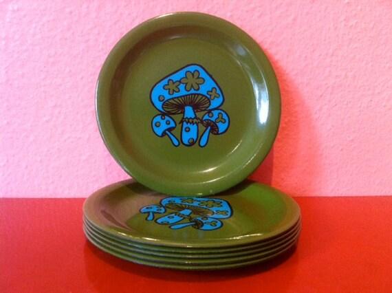 6 Vintage Metal Mushroom Coasters - Green with Blue Mushroom/Toadstool Design
