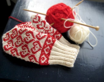 Mittens in Scandinavian-inspired Heart Design FRIDA