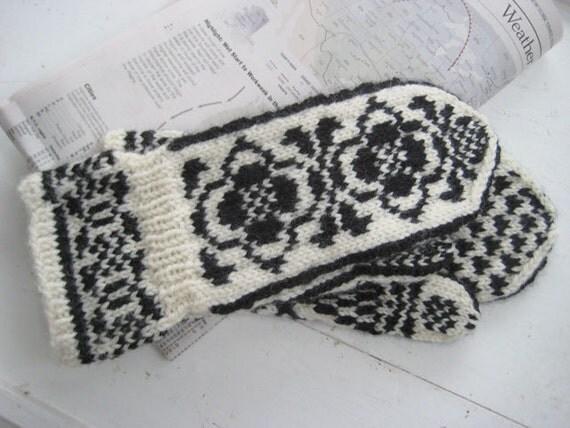 Mittens in a Traditional Scandinavian Design  AILA