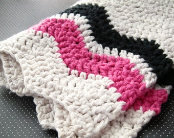 SALE - 20% OFF -- Pink and Black Chevron Cotton Dish Towel - Crochet - Natural Off-White Magenta Zig Zag Modern Hostess Gift