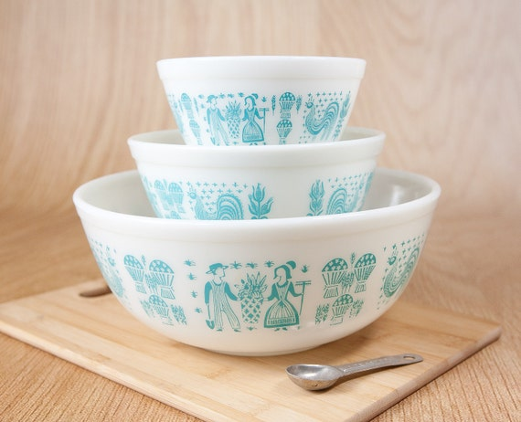 Pyrex Amish Butterprint Nesting Mixing Bowls (set of 3)