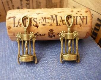 10 pcs Antique Bronze Wine Opener Charm (BC564)