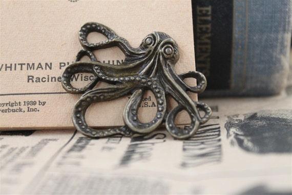 2 pcs Antique Bronze Octopus Charms Pendants (BC313)
