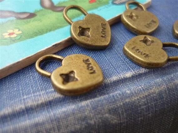 15 pcs Antique Bronze LOVE Heart Lock 17mm (BC413)