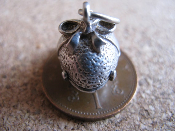 Vintage Silver Nuvo Opening Easter Egg Charm