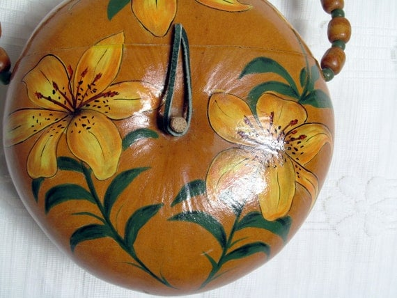 MOVING SALE//1970s Vintage Hawaiian Flower Painted Gourd Clutch
