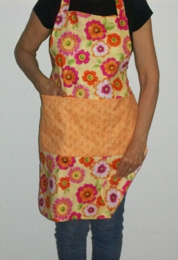 Reversible Apron Flowers all over With 3 Pockets  for collecting Eggs