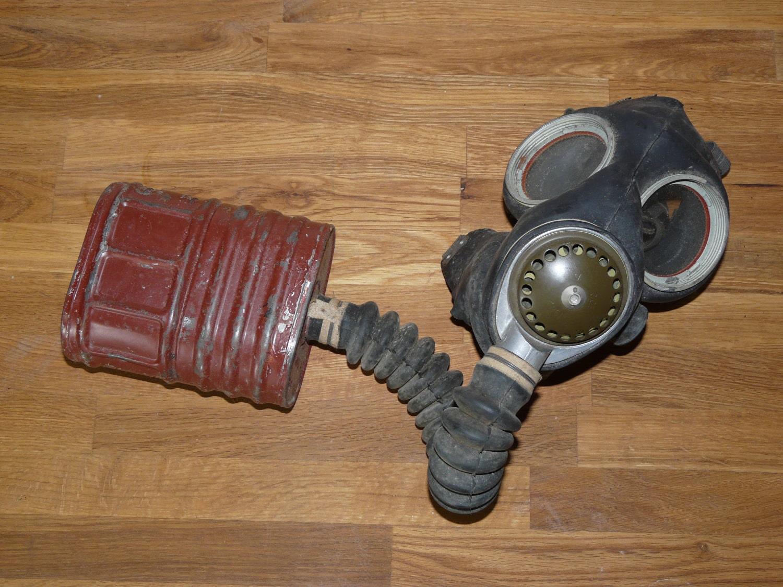 SALE 1942 World War 2 Civilian Gas Mask WWII WW2