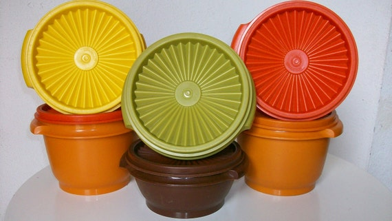 Set of 6 TUPPERWARE bowl containers with lids 1970 colors