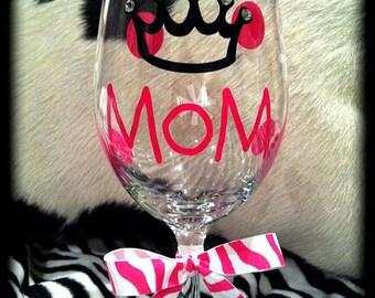 Personalized Mom Wine Glass