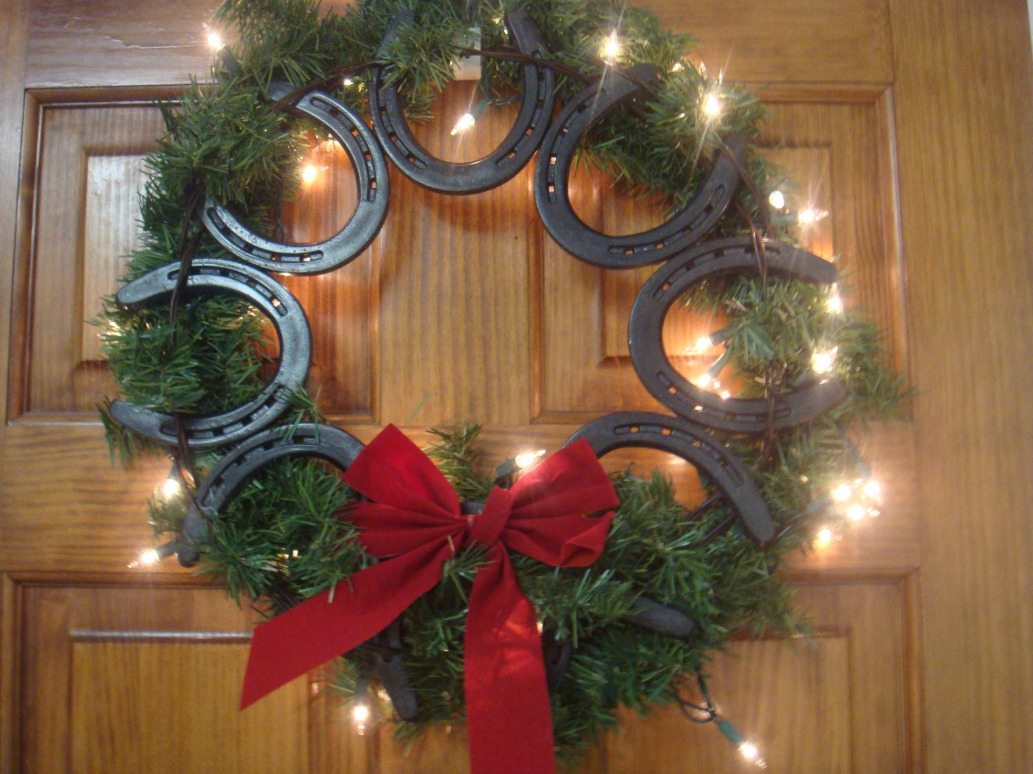 Horseshoe wreath for How to decorate horseshoes