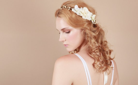Bridal floral crown in ivory: Milky Way