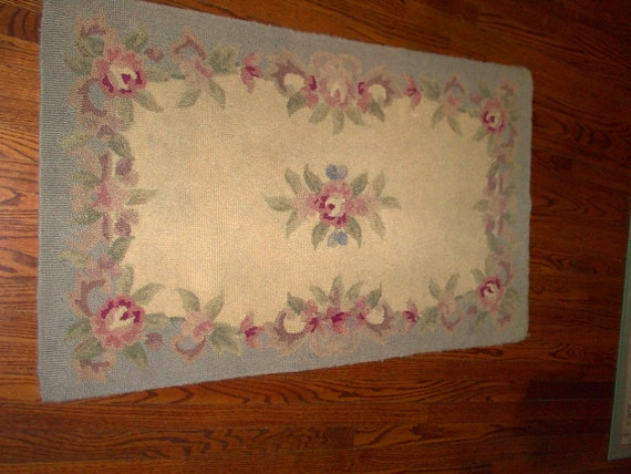 Shabby chic pink roses wool latch hooked rug. Vintage antique rug. FREE SHIPPING