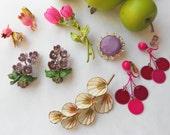 Enamel vintage flower brooch earring lot- retro spring jewelry in pinks and purples