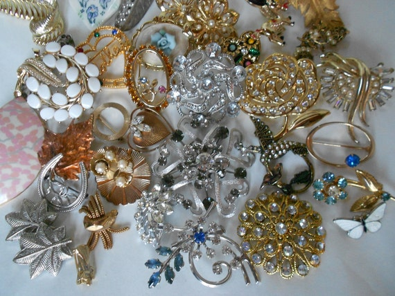 Vintage 38 brooch lot all wearable for gifts, resell, repurpose, recycle, upcycle- free US ship