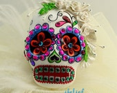 Skull white & bouquet of roses in a-day is the day of the dead pendant P0008