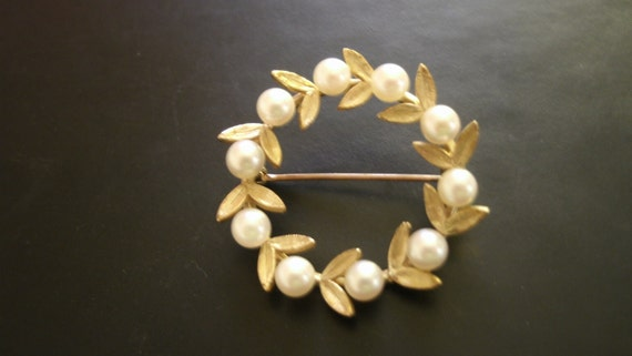 Sale Save 20% 14k Gold and Cultured Pearl Brooch with FREE SHIPPING