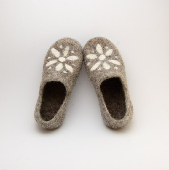 Grey felt Slippers with white star - Handmade felted wool clogs star - felt slippers - made to order all sizes
