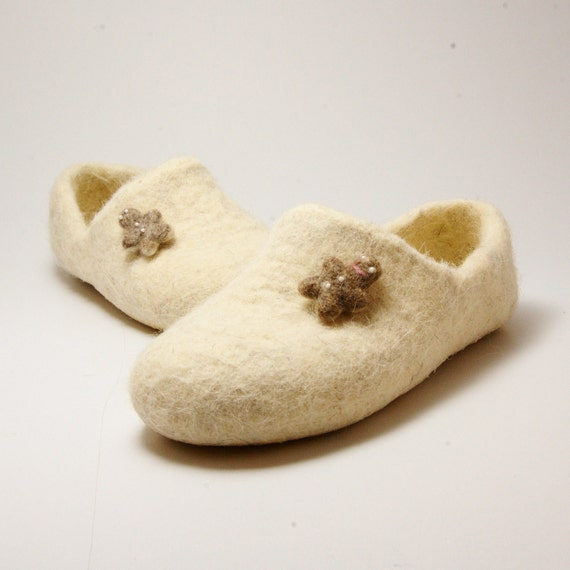 Sale Felted wool clogs natural white neutral - gingerbread cookies brooches