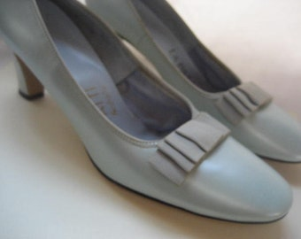 Beautiful Vintage Women's High Heeled Pumps in Seafoam Green from 1960's. Size 7 1/2