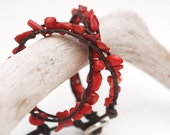 Double wrap leather bracelet with red bamboo coral chips (imitation) and solid silver plated  button. Earthy and natural look. WFN2v001