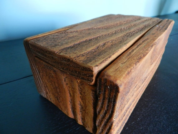 how to build a wooden box with hinged lid