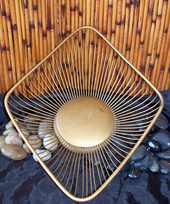 Display bowl, Brass, mid-century modern, Wire basket, Metal, 1960s, 1950s, made in Italy, Hollywood regency