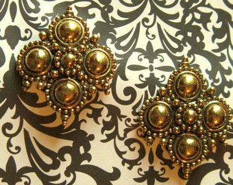 21.00 USD Vintage Gothic Style Gold Clip Earrings