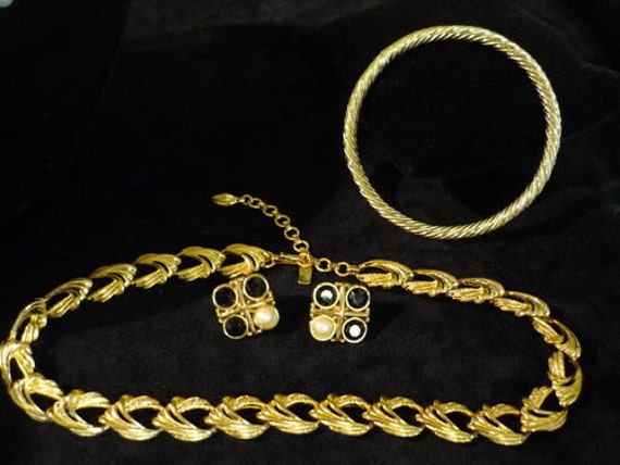 SALE Very Cute Signed Monet Gold Tone Bracelet, Necklace,and Earring Set