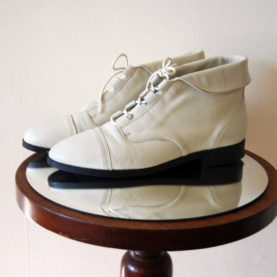 Vintage Women's White Leather Lace Up Chukka Boots by Primo Royale Size 8 Ankle Booties