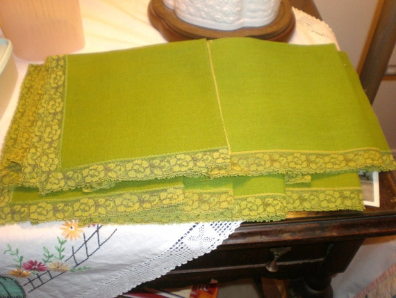 Lot 12 Vintage Apple Green Linen & Lace Table Napkins Dining Kitchen Fabric