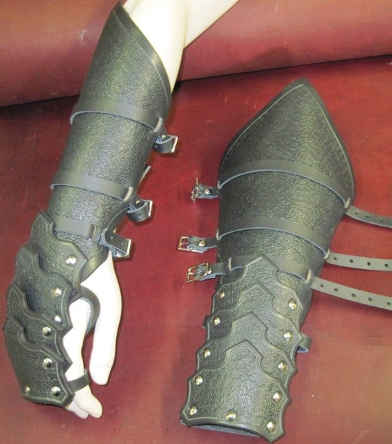 Leather Armor Gothic Reverse Clamshell Gauntlets