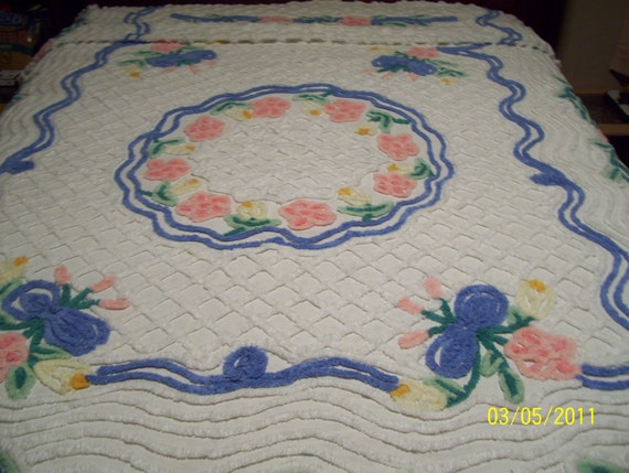 Vintage Circle Of Flowers Chenille Bedspread