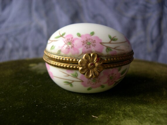 Vintage French Floral Porcelaine de Paris Egg Pill Box (s063)