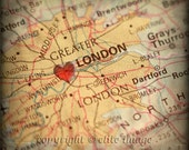 8x8 MAP of LONDON England Great Britain with a Heart Shape with a Grunge Vintage Border 2 - 8x8 Photograph