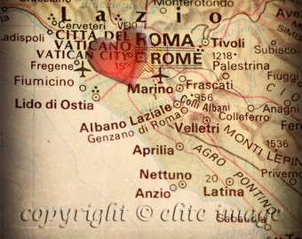 8x8 MAP of ROME Italy with a Heart Shape with a Grunge Vintage Border - 8x8 Photograph