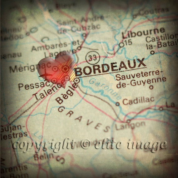 8x8 MAP of BORDEAUX France with a Heart Shape with a Grunge Vintage Border - 8x8 Photograph