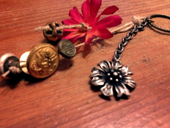 Flower hemp keychain with vintage buttons