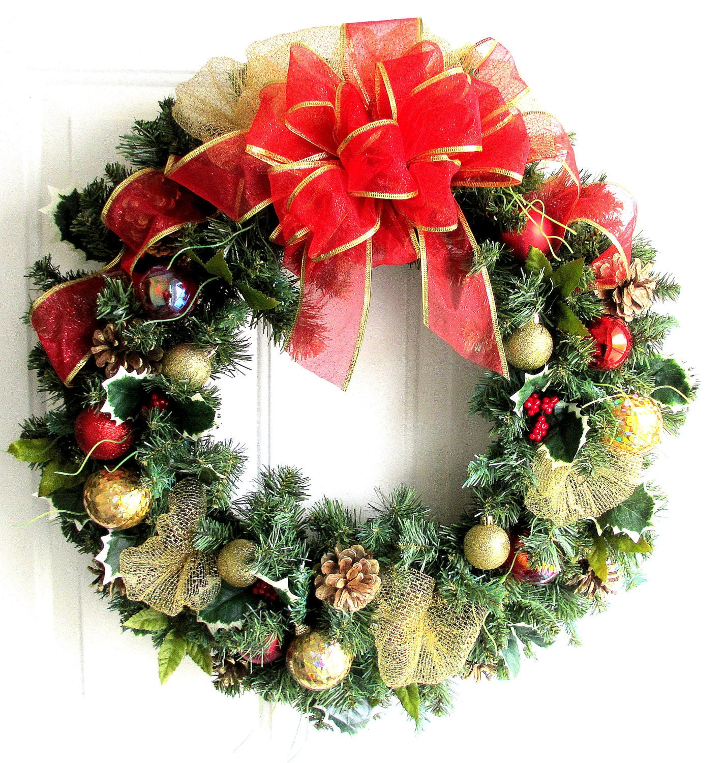sale christmas wreath red and gold christmas wreath. Black Bedroom Furniture Sets. Home Design Ideas